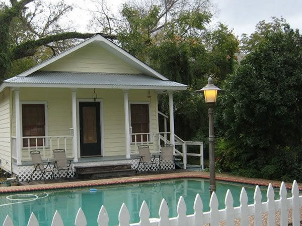 Emily Cottage at Belle Oaks Bed and Breakfast located in Gonzales Texas