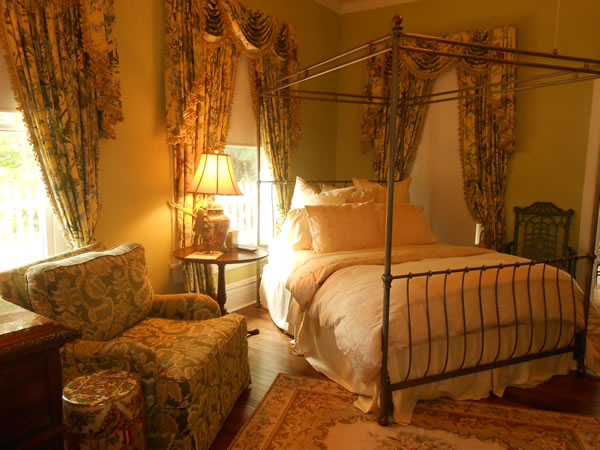 Primrose Suite at Belle Oaks Bed and Breakfast located in Gonzales Texas