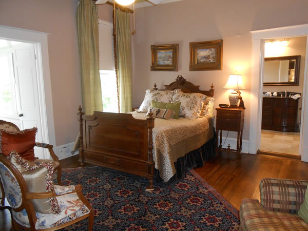 Texas Star Suite at Belle Oaks Bed and Breakfast located in Gonzales Texas